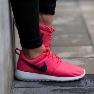 NWOB NIKE ROSHE FITS A 6.5 WOMEN ALSO FITS 5 YOUTH